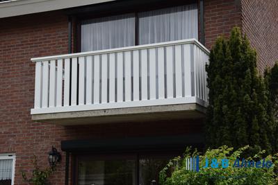 Creëer een mooie natuurlijk look op je balkon met plankhekken